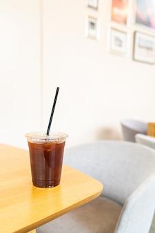 Холодный кофе американо в кафе-ресторане