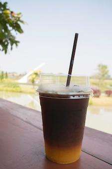 Холодный кофе американо с напитком из свежевыжатого апельсинового сока, stock photo