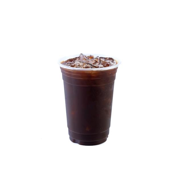 흰색 배경에 분리된 아이스 블랙 커피 또는 아이스 아메리카노.