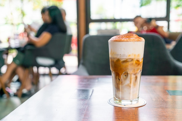 Iced cappuccino coffee in coffee shop cafe restaurant Premium Photo