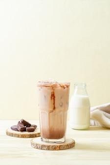 아이스 초콜릿 밀크 쉐이크 음료
