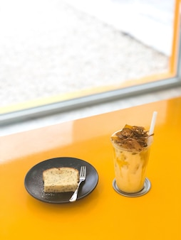 Iced coffee and dessert