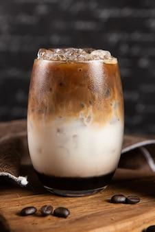 휘핑 크림 아이스 커피