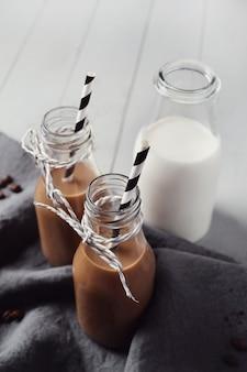 アイスラテコーヒー。朝の朝食のコンセプト