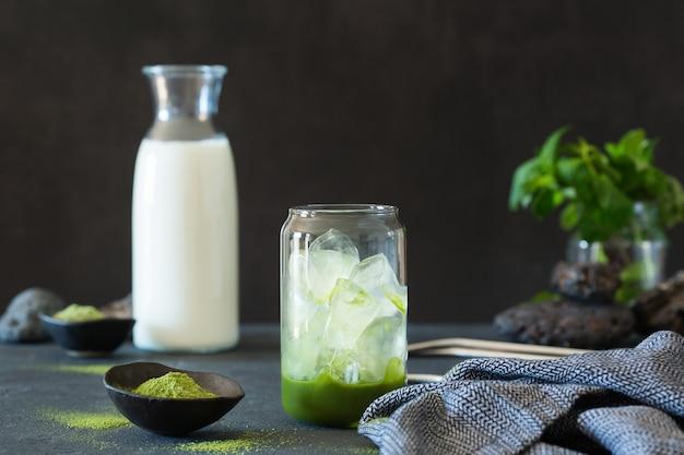 Iced matcha green tea latte diy step  of