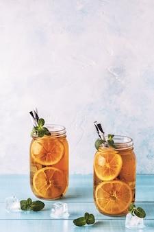 レモンスライスとミントのアイスティー