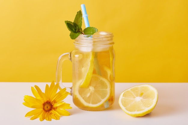 Iced tea with lemon slices and mint