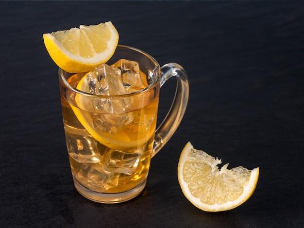 レモン入りアイスティー