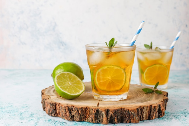 Iced tea with lime and ice