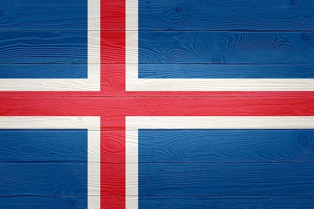 Флаг исландии окрашены на фоне старой деревянной доски