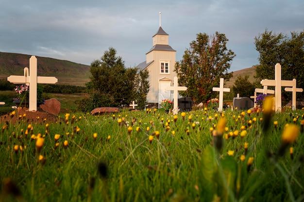 아름다운 교회의 아이슬란드 풍경