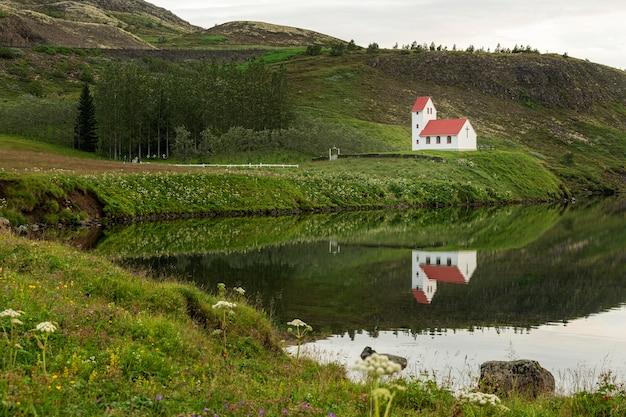 Исландский пейзаж красивых равнин