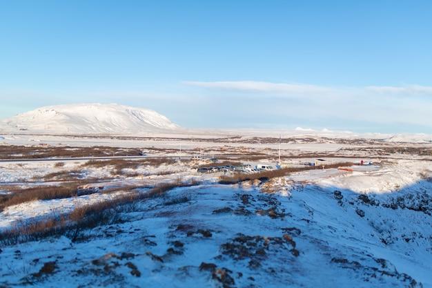 Невероятные поля и равнины исландии зимой.
