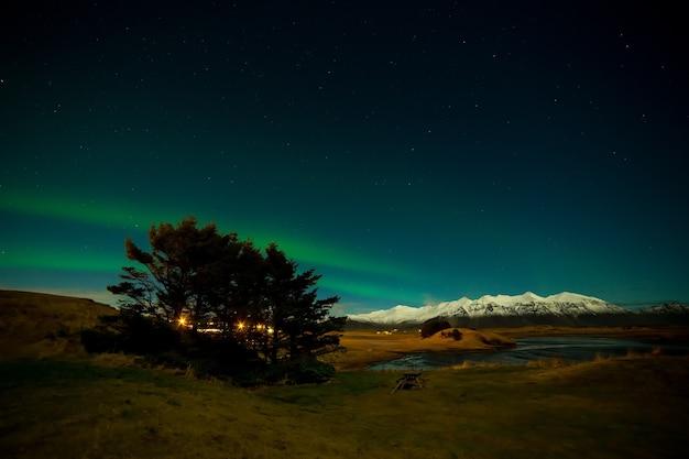 겨울 시간의 아이슬란드 오로라
