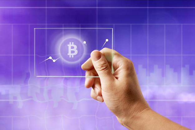 Значок биткойн на стеклянном экране с графиком криптовалюты на ультрафиолетовом фоне. концепция финансов и технологий может быть использована для видео или обложки сайта