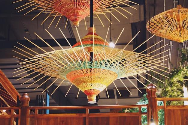Современные потолочные светильники в торговом центре icon siam