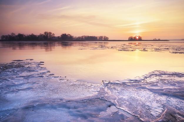 Ледяное утро. состав природы.