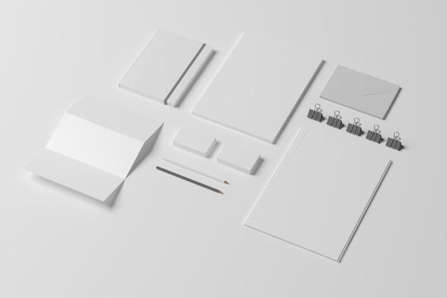 白で隔離される空白のid文房具セット。