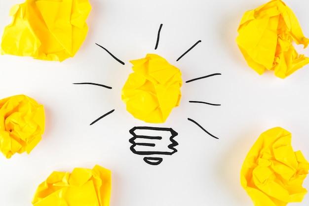 イラストと紙のボールのアイデアコンセプト