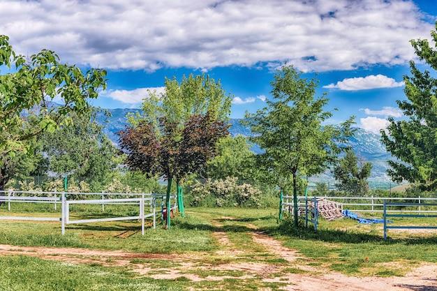 Идиллический пейзаж в сельской местности
