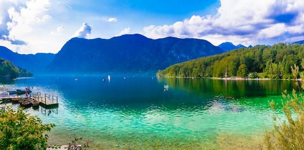 Идиллические пейзажи природы красивое волшебное озеро бохинь в словении национальный парк триглав