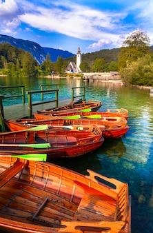 Идиллическая природа прекрасное озеро бохинь в словении национальный парк триглав