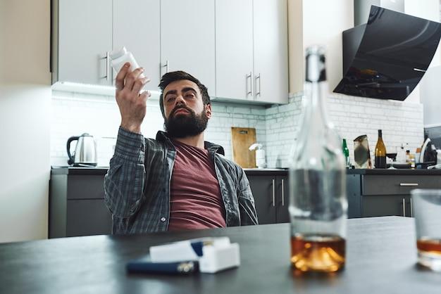 あなたが慢性的にダウンしている場合、酔って沈むのを防ぐことは生涯の戦いです