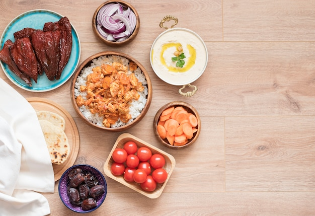 イフタール食品表。ラマダンの夕食