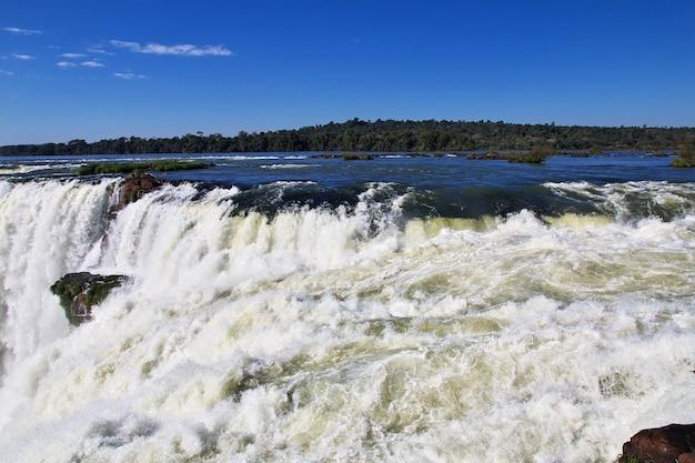 Водопад игуасу в аргентине и бразилии
