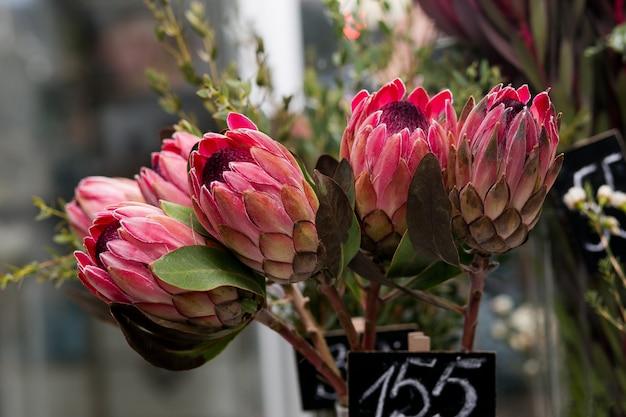 花瓶に生け花の花束