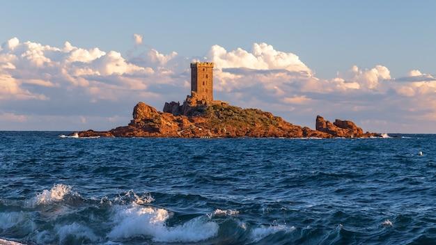 Остров иль дор остров золотой остров недалеко от мыса драмонт страфаэль французская ривьера