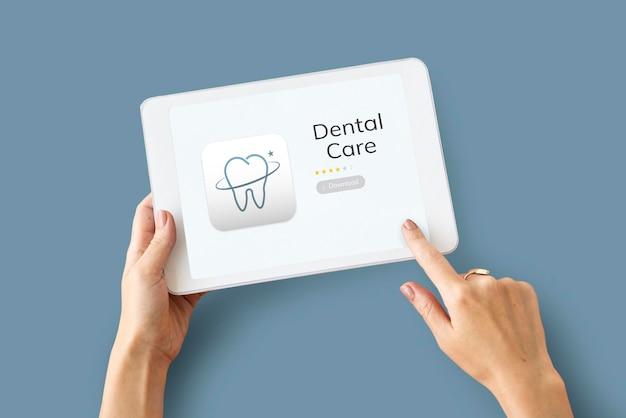 Иллюстрация приложения стоматологической помощи на цифровом планшете