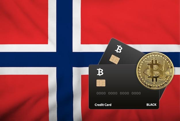 ノルウェーの旗の背景に2枚の黒いクレジットカードとビットコインコインのイラスト