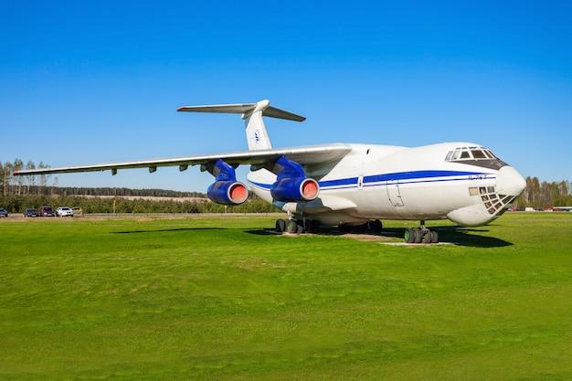 The ilyushin il-76 aircraft