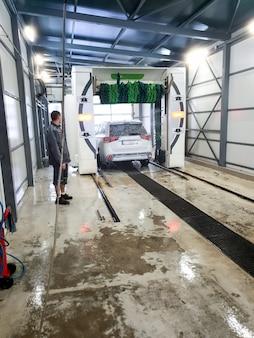 Image of automatic car washing station service