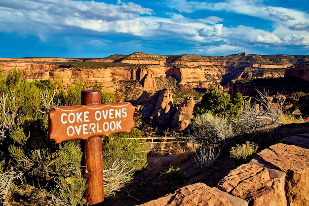 Image of hiking sign for overlook in desert canyon of red rocks