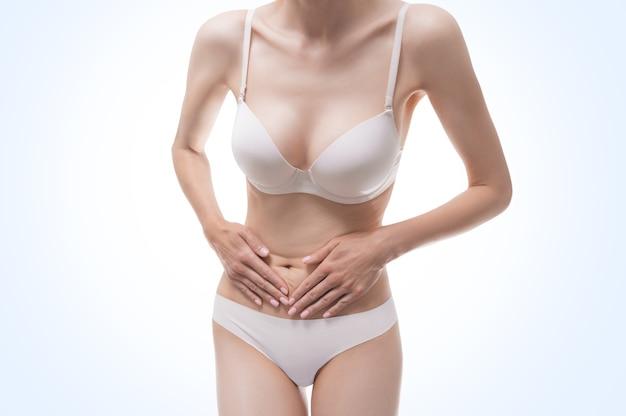 여성 인물의 이미지. 바디 케어. 다이어트. 적절한 영양. 칼로리 계산. 건강한 생활. 셀룰 라이트 방지. 혼합 매체