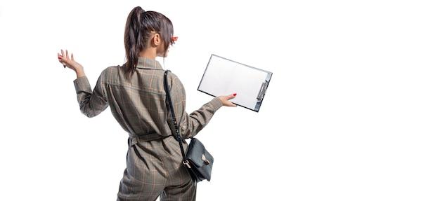 Изображение женщины в костюме образа жизни с планшетом