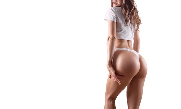 흰색 배경에 여성의 허리, 다리, 엉덩이 이미지. 성형 수술 개념입니다. 이름이 없습니다. 혼합 매체
