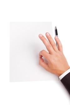 인간의 손 이미지는 흰색 빈 종이 위에 ok를 보여줍니다.
