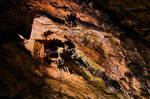 洞窟形成の風景の画像めまい混乱混乱が失われました