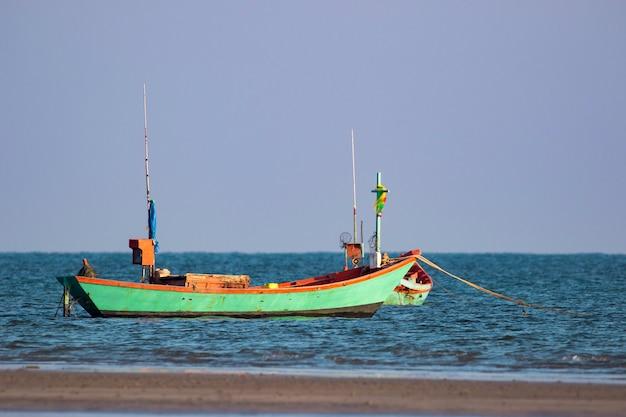 海での小型ボート釣りの画像。