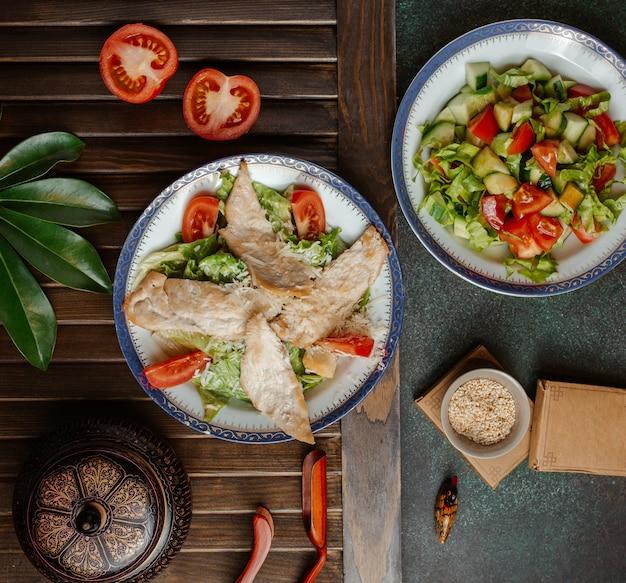 Цезарь и овощной салат с зеленью .image