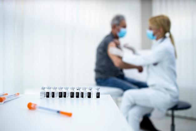노년층의 예방 접종 및 예방 접종