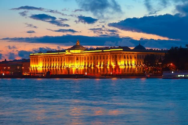Императорская академия искусств на закате