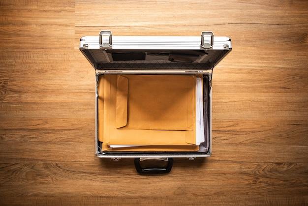 Важная бумага для документов в сейфе