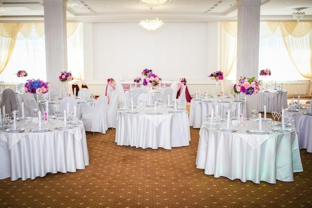 인상적이고 아름다운 결혼식 설정