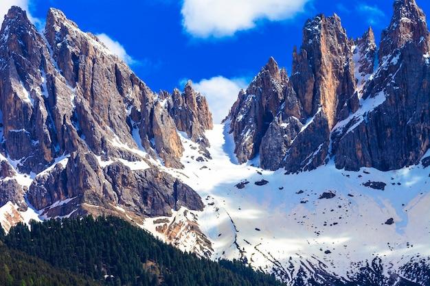Впечатляющие доломитовые альпы, валь-ди-фунес, север италии
