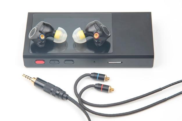 Hi-fi音楽プレーヤー用のインイヤーヘッドホン。音楽愛好家やオーディオファンのためのオーディオサウンドと最新の機器