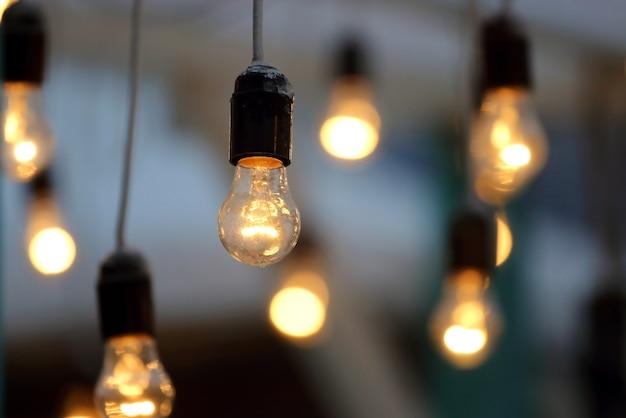 В комплекте подвесной электрический светильник